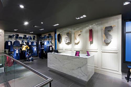 Oasis, UK fashion retailer