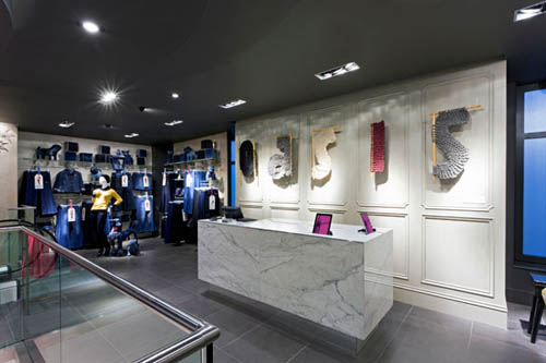 Oasis, UK fashion retailer